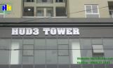 Bộ chữ mica hắt sáng trên tòa nhà